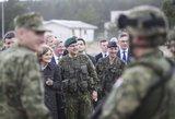 Gynybos ekspertas sužavėtas: merginas šaukti į kariuomenę – puikus sumanymas
