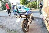 """Dėl BMW manevro motociklininkas susidūrė su """"Audi"""""""