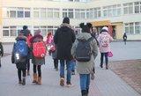 Tėvai pasipiktinę: moksleiviai vėmė koridoriuose, o direktoriui – nė motais?