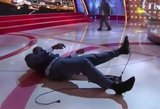 Shaquille'as O'Nealas griuvo televizijos studijoje nuo kėdės – sukėlė juoko bangą