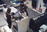Policija prašo padėti atpažinti eurų pasisavinimu įtariamą moterį