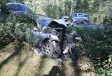"""Nemenčinės plente susidūrė """"Audi"""" ir BMW, po smūgio keleivė prarado sąmonę"""