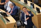 Seimo narys P. Gražulis pamiršo sumokėti už kurą degalinėje
