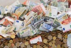 Prezidento siūlymai: daugiau branginti dyzeliną, apmokestinti pajamas ir didinti pensijas