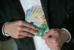 Valdžia garsiai nesigiria: sau skirs pinigų ir džiaugsis riebiomis išeitinėmis