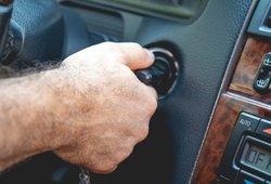 Klaida, kurios geriau nedaryti: kas nutinka, kai pabandote užvesti jau užvestą automobilį