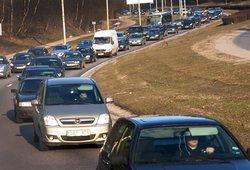 Seimas po pateikimo pritarė automobilių mokesčiui