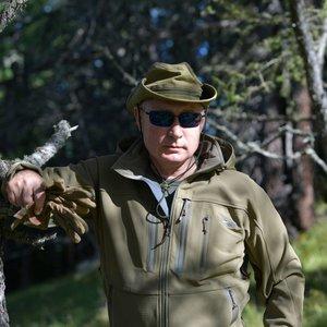 Putinas puikavosi amerikiečių gamybos pirštinėmis: pasisekė ir bendražygiui