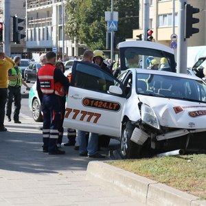 Aiškėja avarijos Vilniuje aplinkybės, per kurią sužeista paauglė