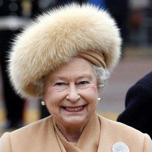 Karalienė Elžbieta ll atsisako nešioti gyvūnų kailį: yra svarbi priežastis