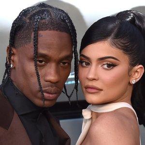 Po skyrybų Jenner sprogdina internetą seksualiais kadrais: siekia sukelti pavydą?