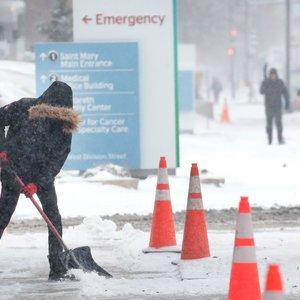 Čikagą užvertė sniegas: jau atšaukta daugiau kaip tūkstantis skrydžių