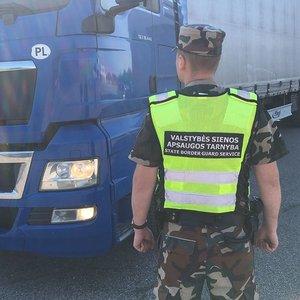 Milijoninės vertės krovinys: lenko vilkike rasta 400 tūkst. kontrabandinių cigarečių pakelių