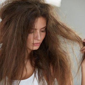 Sustabdykite plaukų slinkimą: rinkitės šiuos produktus
