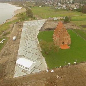 Betoninę aikštelę aplink Zapyškio bažnyčią kūręs architektas paaiškino, kodėl taip pasielgė