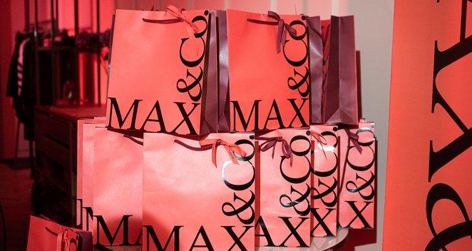 Žinomos moterys rinkosi į raudoną itališku dizainu alsuojantį vakarė