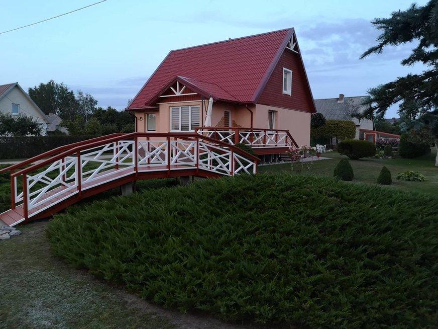 Kretingiškių kiemą papuošė tiltelis