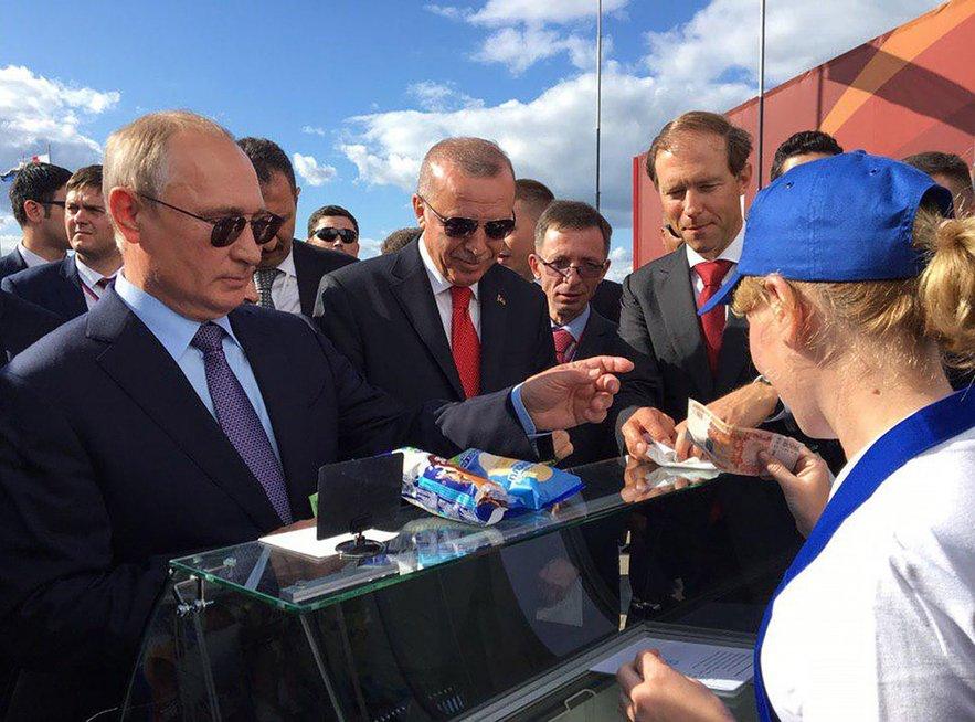 V. Putinas perka ledus (nuotr. SCANPIX) tv3.lt fotomontažas