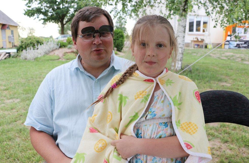 Paulius Godvadas su dukrele. Sigitos Inčiūrienės nuotr.