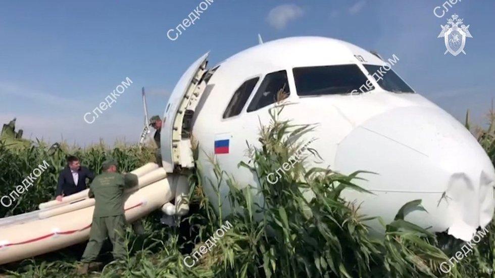 Stebuklą sukūręs Rusijos pilotas papasakojo, apie ką galvojo lemtingą akimirką (nuotr. SCANPIX) tv3.lt fotomontažas