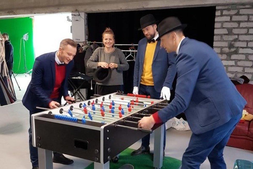 """Naujo komiško serialo """"Šviesoforas"""" aktoriai rytą pradėjo šokiais (nuotr. TV3)"""