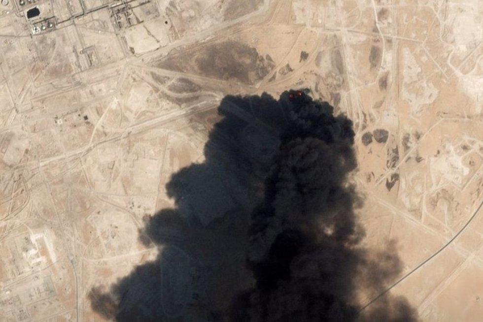 Savaitgalį Saudo Arabijos naftos infrastruktūrai smogė dronai (nuotr. SCANPIX)