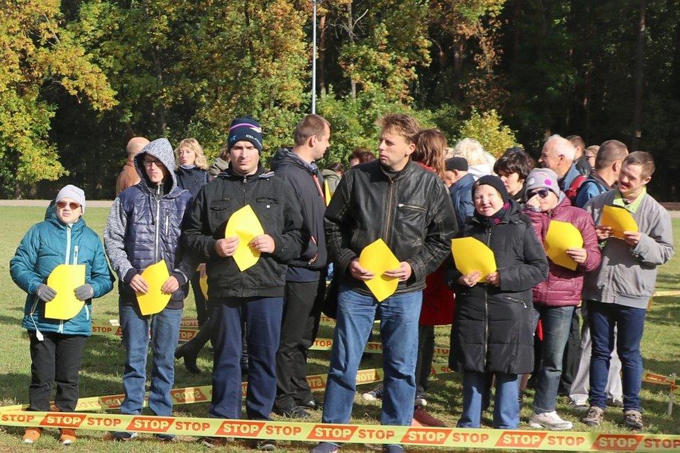 Nemažai proto negalią turinčių žmonių dalyvavo Lietuvos socialinių darbuotojų dienos proga 2018 m surengtoje akcijoje. Sigitos Inčiūrienės nuotr.
