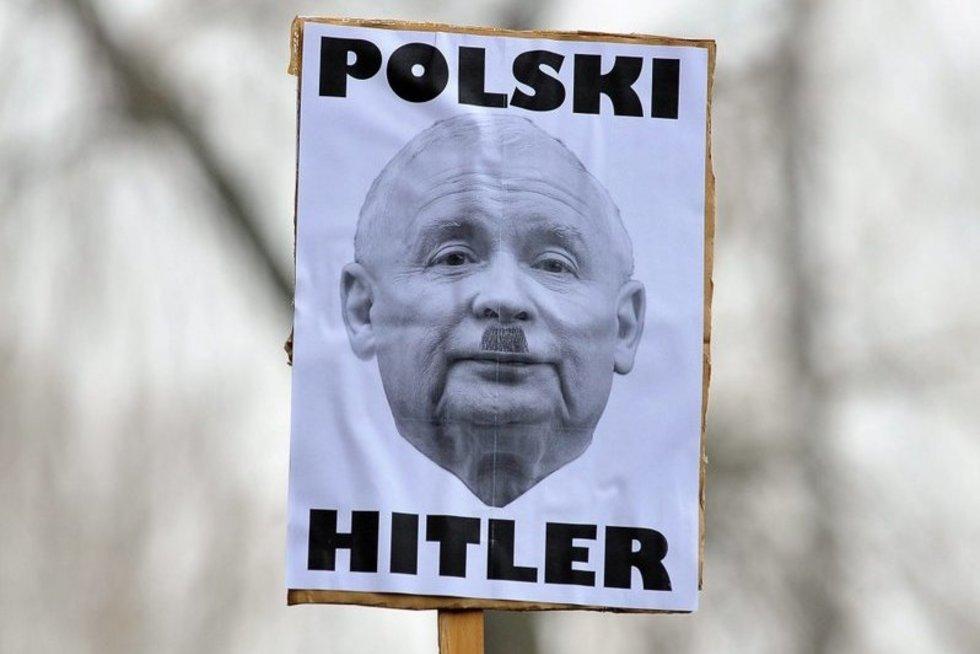 Protesto akcijų Lenkijoje plakatas (nuotr. SCANPIX)