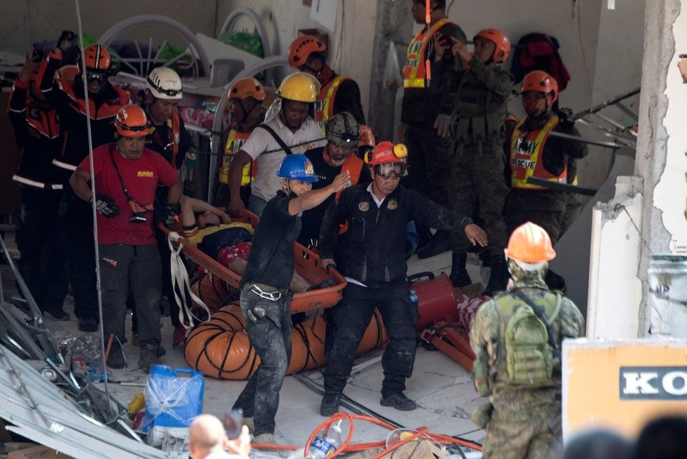 Filipinus sukrėtė stiprus žemės drebėjimas (nuotr. SCANPIX)