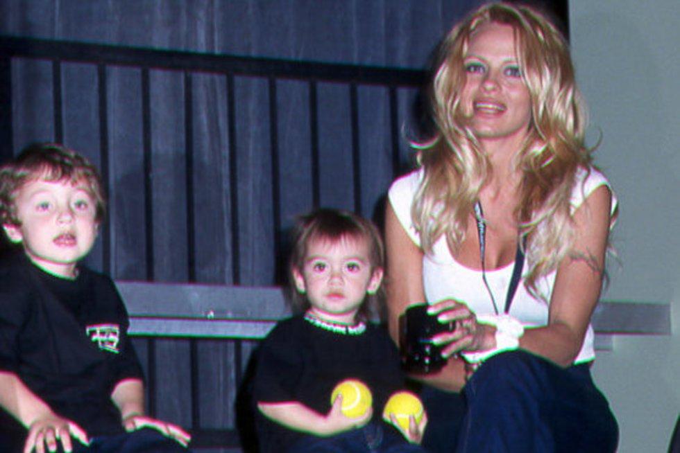 Pamela Anderson su vaikais (nuotr. Vida Press)