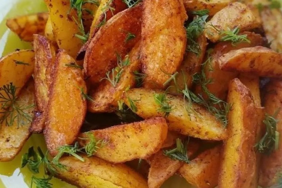 Legendinės bulvytės tirps burnoje: traški išorė, minkštas vidus (worldrecipes.eu/lt)