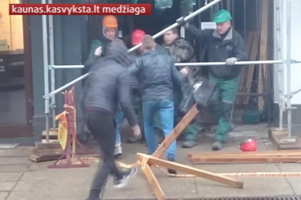 """Portalo """"Kas vyksta Kaune"""" skaitytojai nufilmavo įžūlių jaunuolių siautėjimą Laisvės alėjoje"""