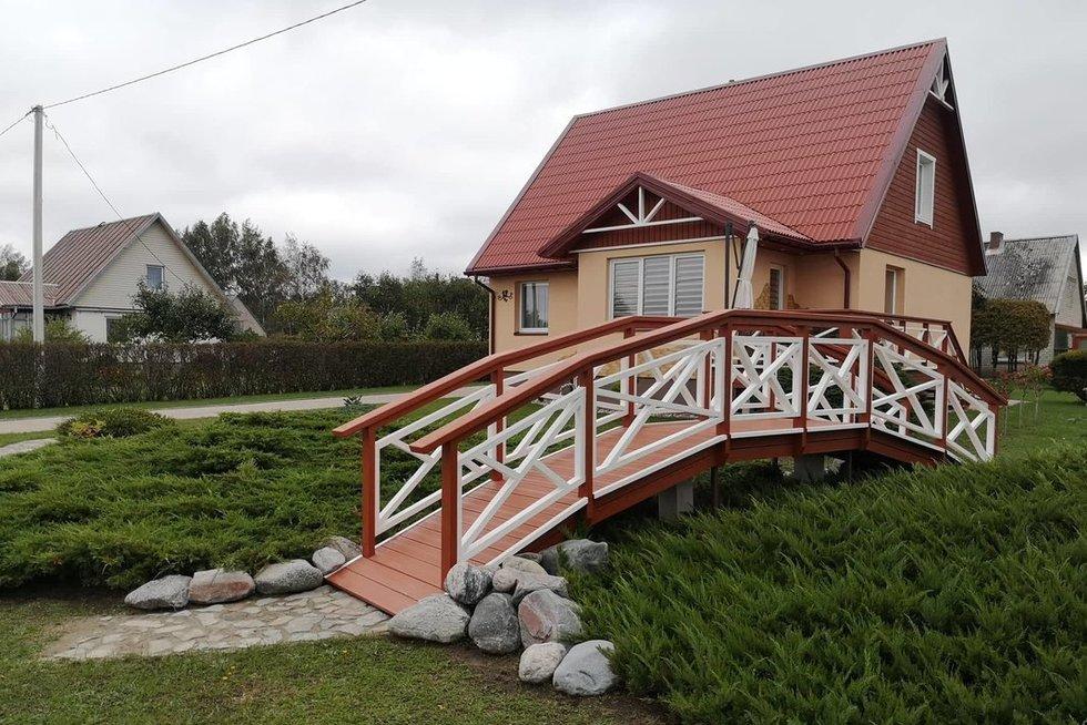 Kretingiškių kiemą papuošė tiltelis (nuotr. asm. archyvo)