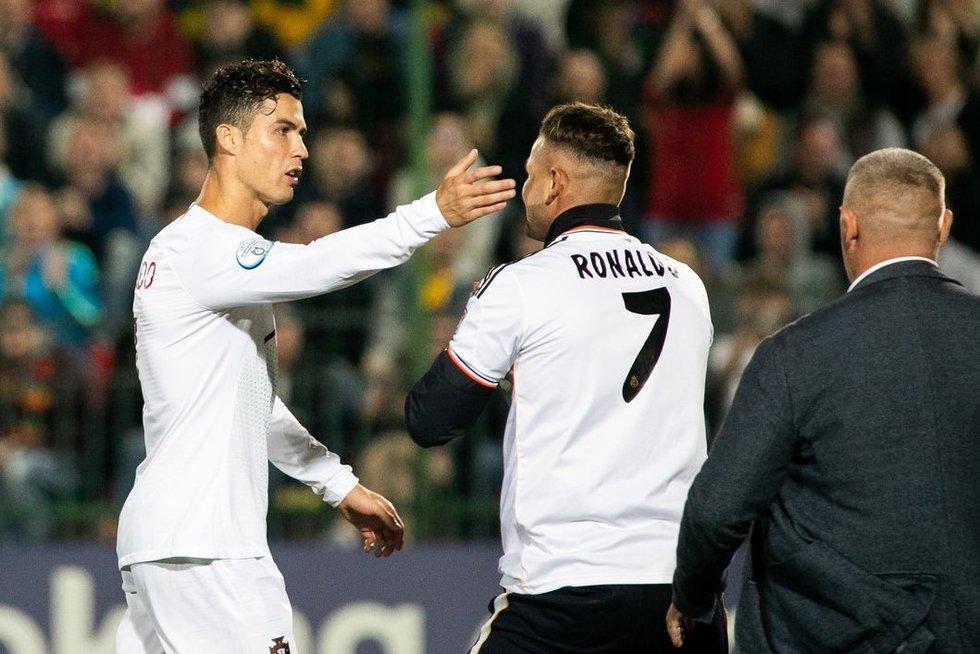 Pamišęs Ronaldo sirgalius išbėgo į aikštelę, bet norai neišsipildė