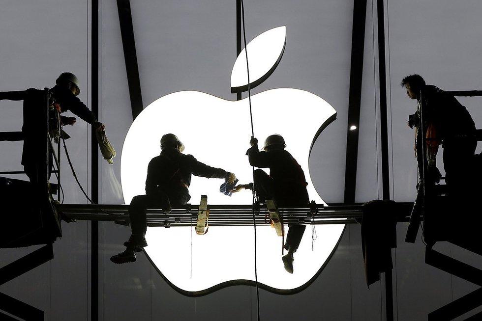 """Kinija kaltinama šnipinėjanti """"Apple"""" ir """"Amazon"""" (nuotr. SCANPIX)"""