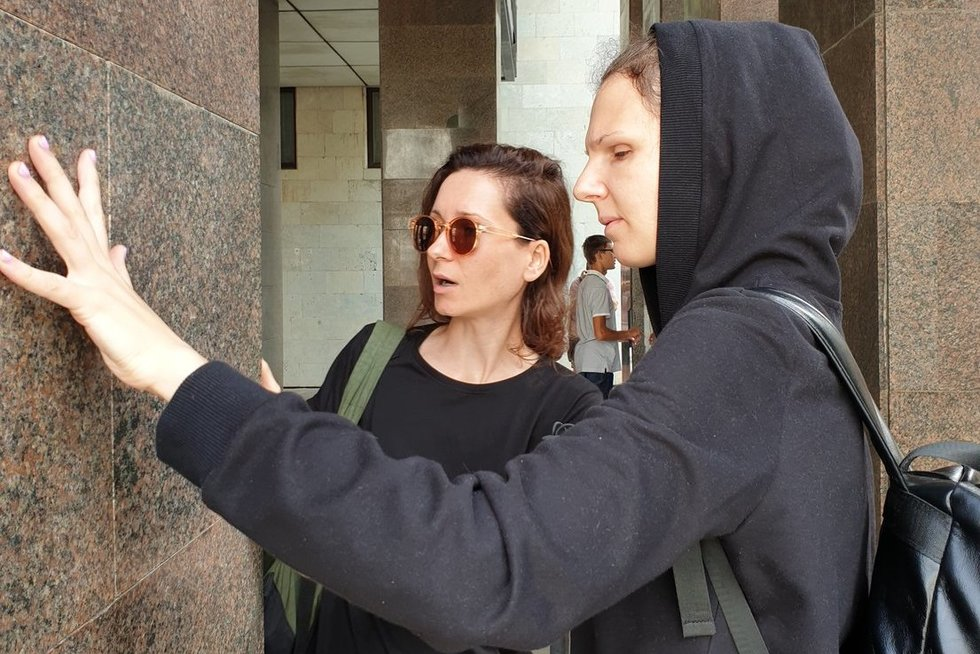 """Jauni Kauno architektai sumanė projektą """"(Ne)matoma architektūra"""" – pakvietė akluosius susipažinti su jų miesto architektūros istorija. Linos Puodžiūnienės nuotr."""