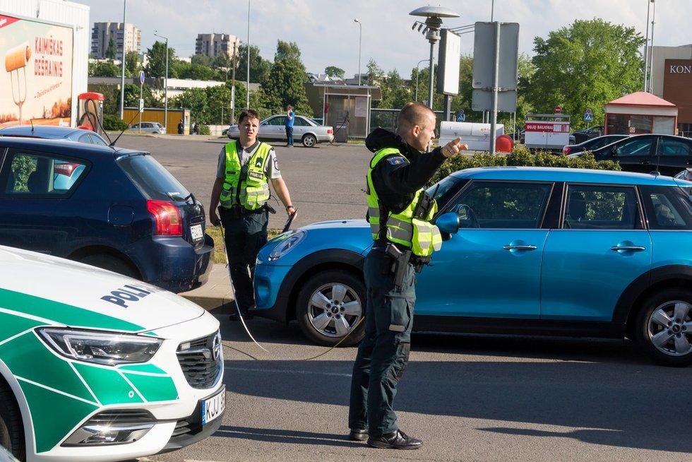 Policijos pareigūnai (asociatyvi nuotr.) (nuotr. Broniaus Jablonsko)