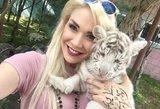 Nauja mada: žinomos moterys į glėbį čiumpa mielus laukinius gyvūnus