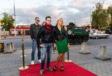 """Išskirtiniai kadrai: """"Gautas iškvietimas 3"""" komanda į VIP premjerą atvyko šarvuočiu"""