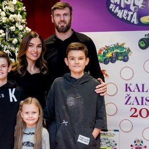 Lavrinovičiaus žmona vaikams brangių dovanų nedovanoja: tam yra paprasta priežastis