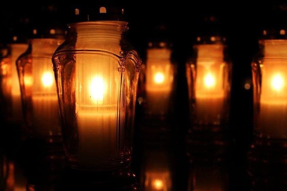 Vėlinių žvakės (nuotr. Fotolia.com)