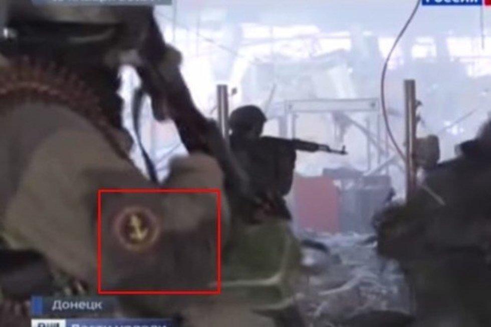 Šiame vaizdo įrašo stopkadre užfiksuotas vieno iš smogikų antsiuvas su Rusijos jūrų pėstininkų emblema (nuotr. Gamintojo)