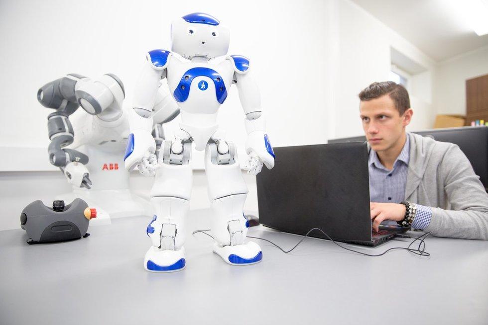 Šiuolaikinių technologijų diegimas įmonėse – mažėjantis darbo vietų skaičius?