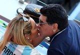 Maradona sulaikytas oro uoste: vėl prisistatė buvusi mergina