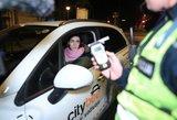 """Beprotiškos gaudynės: girtas """"CityBee"""" automobilio vairuotojas pripūtęs spruko"""