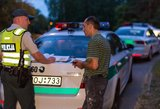 Pripūtęs vyras uždarytas į areštinę, jo keleivei teko laukti kito vairuotojo