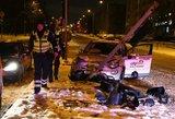 """Sprukdamas nuo policijos paauglys sudaužė """"CityBee"""" automobilį"""