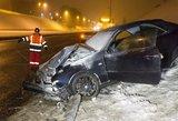 """Naktinė avarija: Vilniuje girtas """"Mercedes"""" vairuotojas lenktyniavo su """"VW Golf"""""""