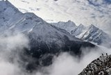Ant Everesto šlaitų surinkta 10 tonų šiukšlių, išgabenti keturių žuvusiųjų palaikai
