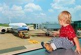 Motina pamiršo kūdikį oro uoste ir privertė lėktuvą sukti atgal